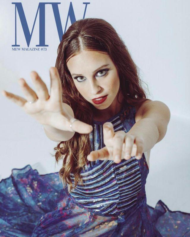 Ya ha salido la pedazo de portada de @sarajimenez__ para @mewmag ! Maravillosa editorial y reportaje con un equipo de lujo❤️  ••••••  Revista: @mewmag Fotógrafa: @anamarkezphoto Estilista: @jairovillada0 Muah: @crisalbarran.beauty